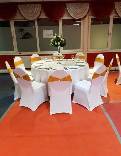 Complete decoratie set goud 8 stoelen - Tafel diameter 122cm - <strong>€ 40,00</strong>