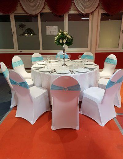 Complete decoratie set licht blauw 8 stoelen - Tafel diameter 122cm - <strong>€ 40,00</strong>