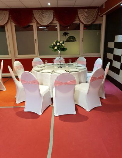 Complete decoratie set roze 8 stoelen - Tafel diameter 122cm - <strong>€ 40,00</strong>